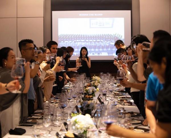 金秋感恩迎国庆 华润万家携手干露葡萄酒集团在深举办品鉴晚宴